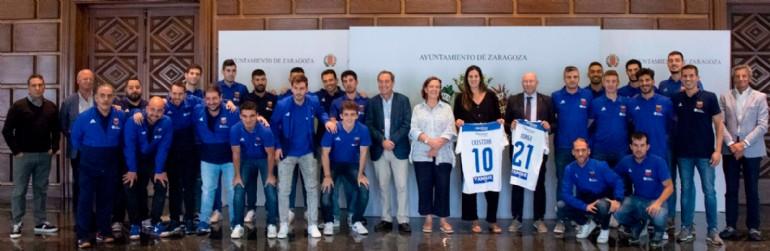 El Ayuntamiento recibe al Fútbol Emotion Zaragoza