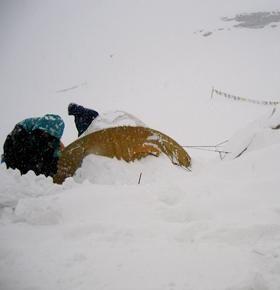 Puya, nieve y más nieve. Carlos Pauner en el campo base de Manaslu