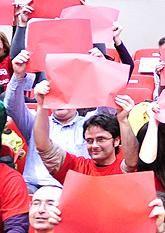 Un tifo con 10.000 cartulinas recibirá al CAI Zaragoza