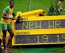 Bolt pulveriza también su propio récord en los 200