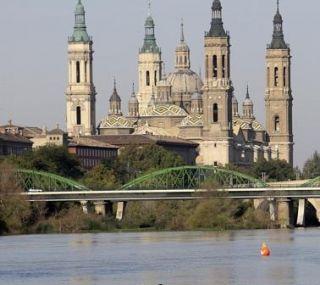 Las yolas se adueñan del Ebro