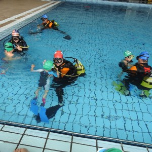 Éxito de la fiesta acuática para niños y niñas de los cursillos municipales