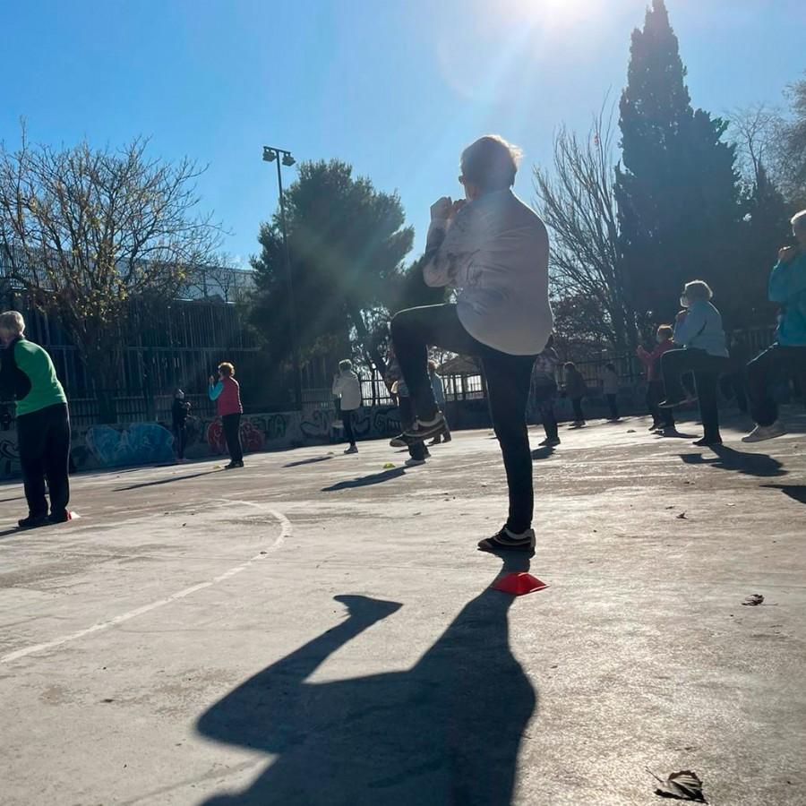 Actividades físicas al aire libre para mayores de 67 años
