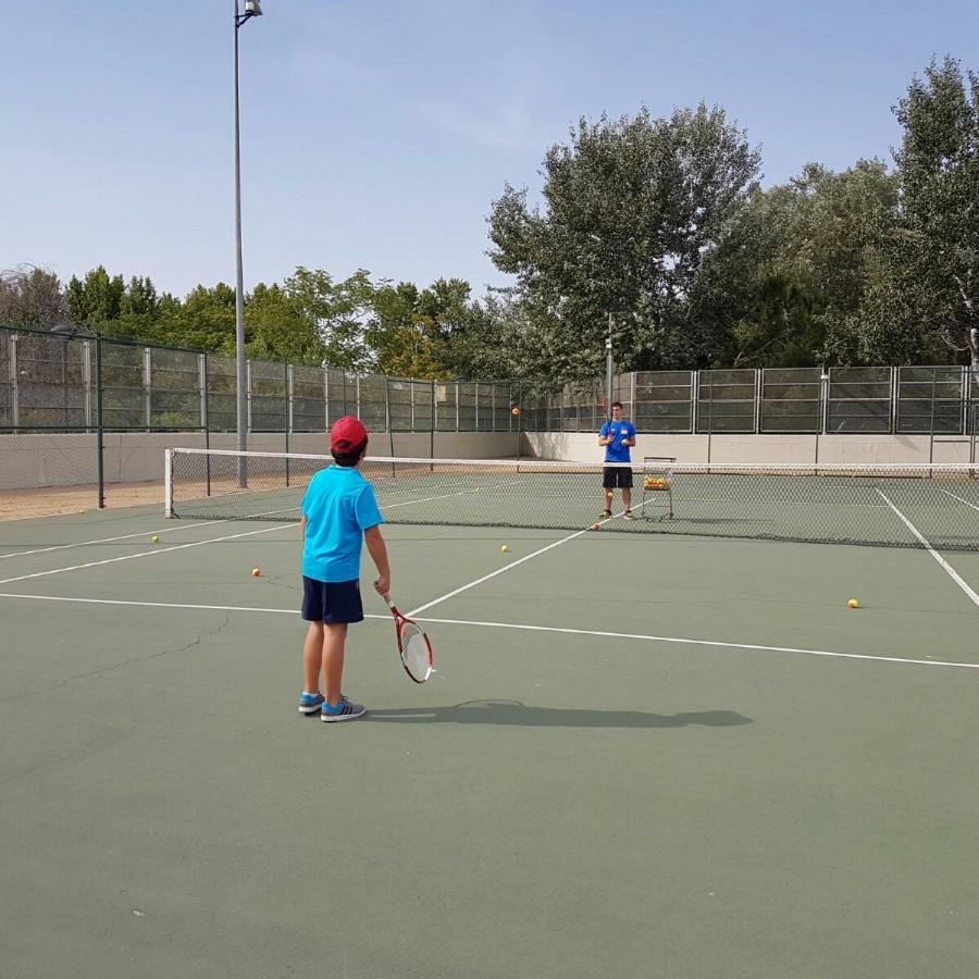 Nuevos grupos para los cursillos municipales de tenis
