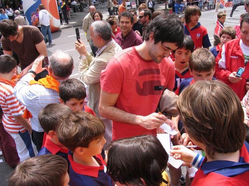 CALLE 3 Mariano Ortega, Carlos Prieto y Raúl Entrerríos estuvieron firmando autógrafos