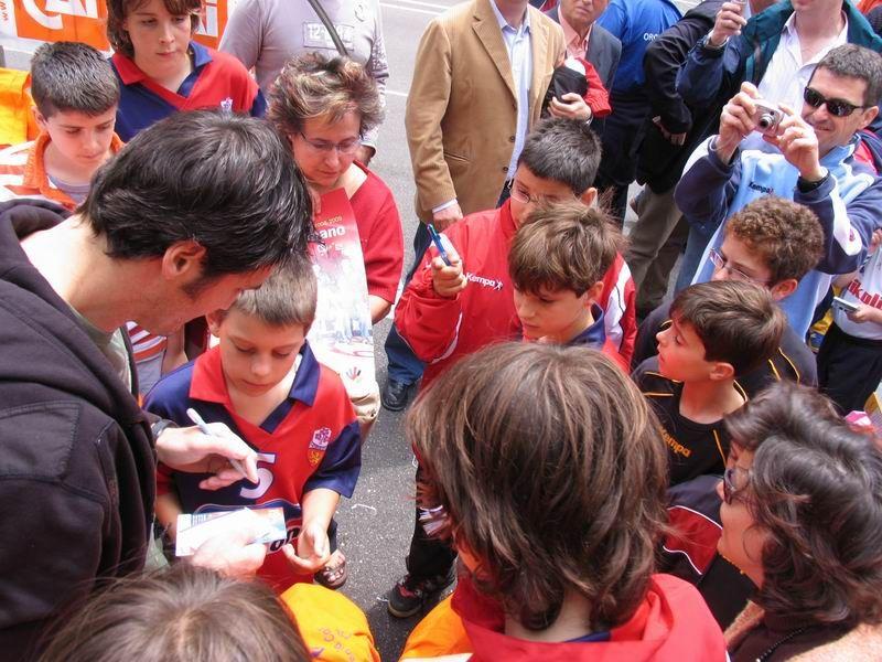 CALLE 3 Mariano Ortega firmando autógrafos