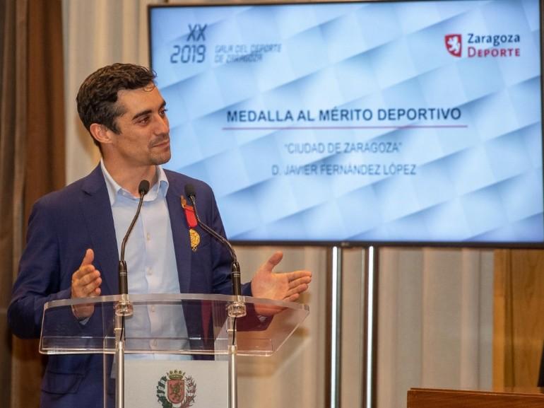 El Ayuntamiento entrega a Javier Fernández la Medalla al Mérito Deportivo Ciudad de Zaragoza