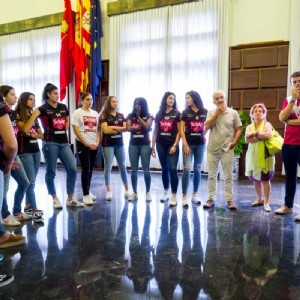 El Ayuntamiento muestra su apoyo al Schär Zaragoza en su segunda temporada en la división de plata de balonmano femenino