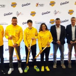 El joven zaragozano Moisés Cantín recibe una beca que contribuirá a impulsar la práctica del hockey en el CDM Delicias