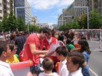 CALLE 4 Raúl Entrerríos firmando autógrafos
