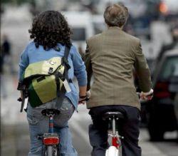 Los ciclistas no pueden circular por aceras y zonas peatonales